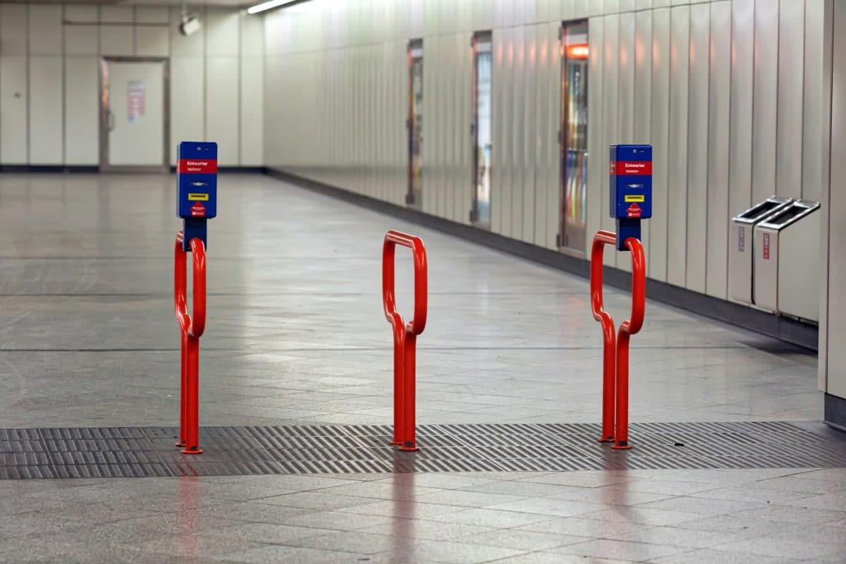 Rassismus-Vorwürfe gegen Wiener Linien: Security-Mitarbeiter drückten Schwarzen minutenlang zu Boden
