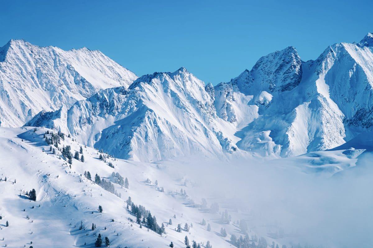 Winter-Einbruch führt zu Schneechaos im Westen Österreichs