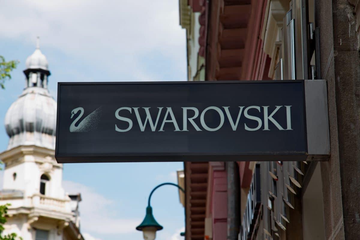 Swarovski-Mitarbeiter angeblich am Großbildschirm über Kündigung informiert