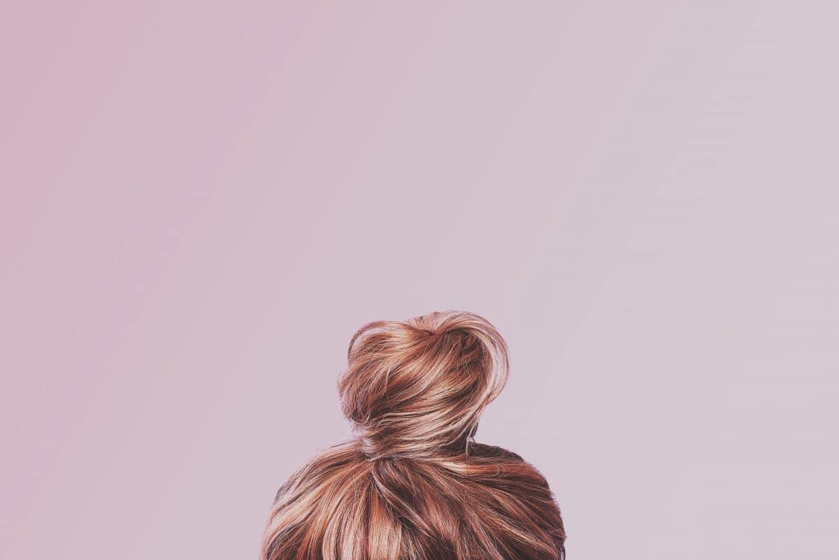 5 Tipps: So fetten deine Haare langsamer