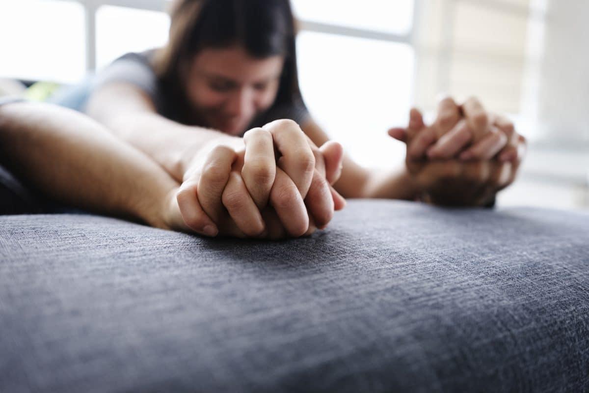 Das sind die heißesten Sex-Stellungen für die Couch