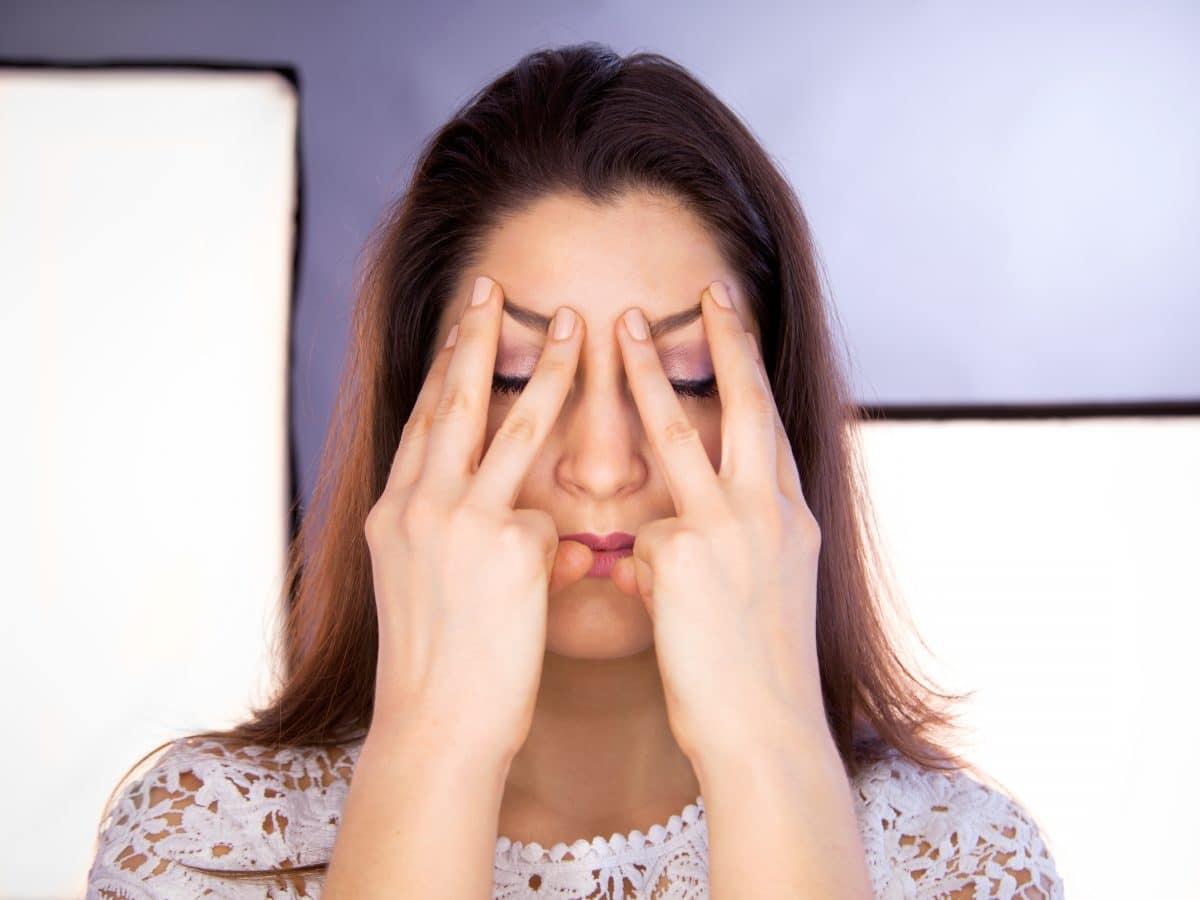 Face Yoga: Diese Übungen beugen Falten vor