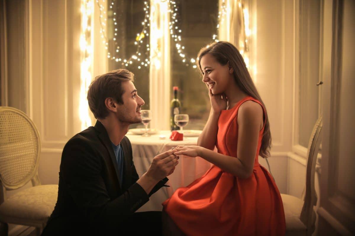Diese Sternzeichen bekommen zu Silvester einen Heiratsantrag