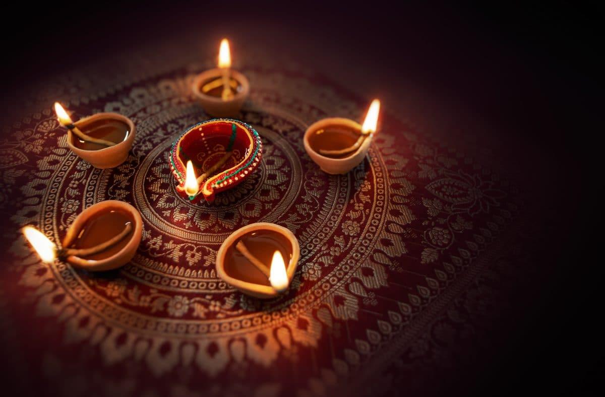 Indisches Lichterfest Diwali findet heuer mit Lichtern aus Kuhmist statt