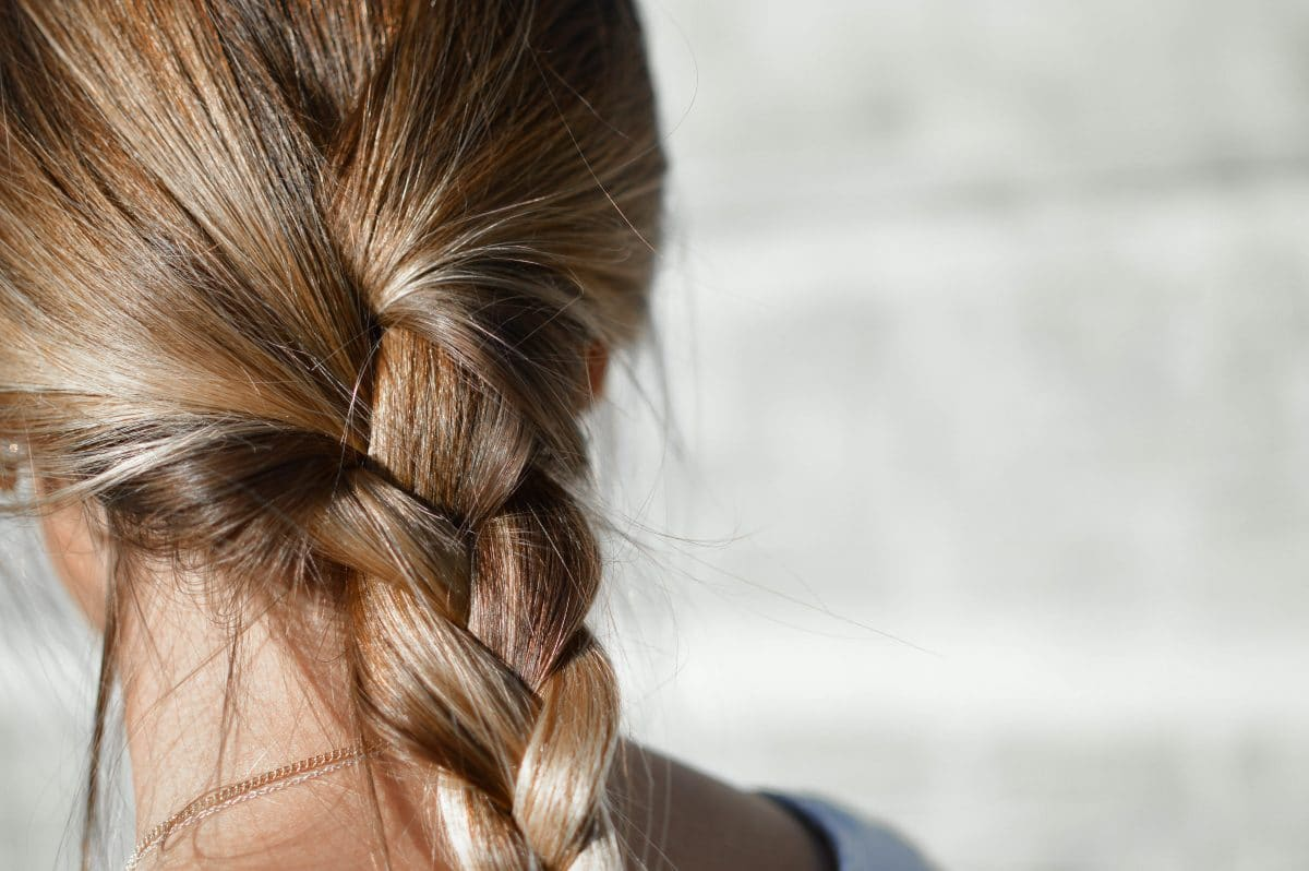 Mit diesen schnellen Frisuren seid ihr auch im Homeoffice top-gestyled
