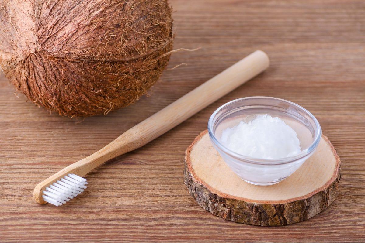Wie dir Ölziehen zu sanftem Detox und weißen Zähnen verhilft
