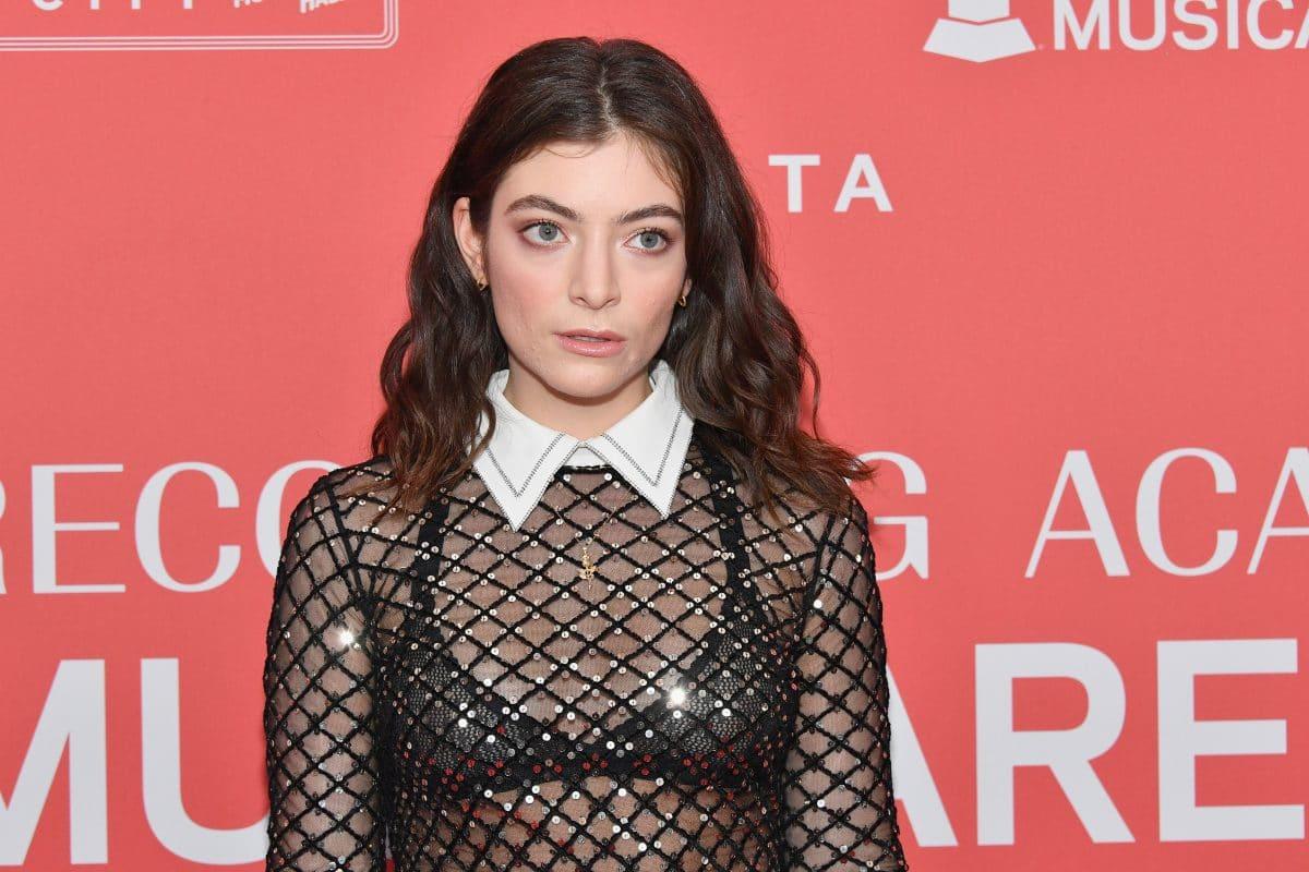 Sängerin Lorde meldet sich zurück und will 100-seitiges Fotobuch veröffentlichen