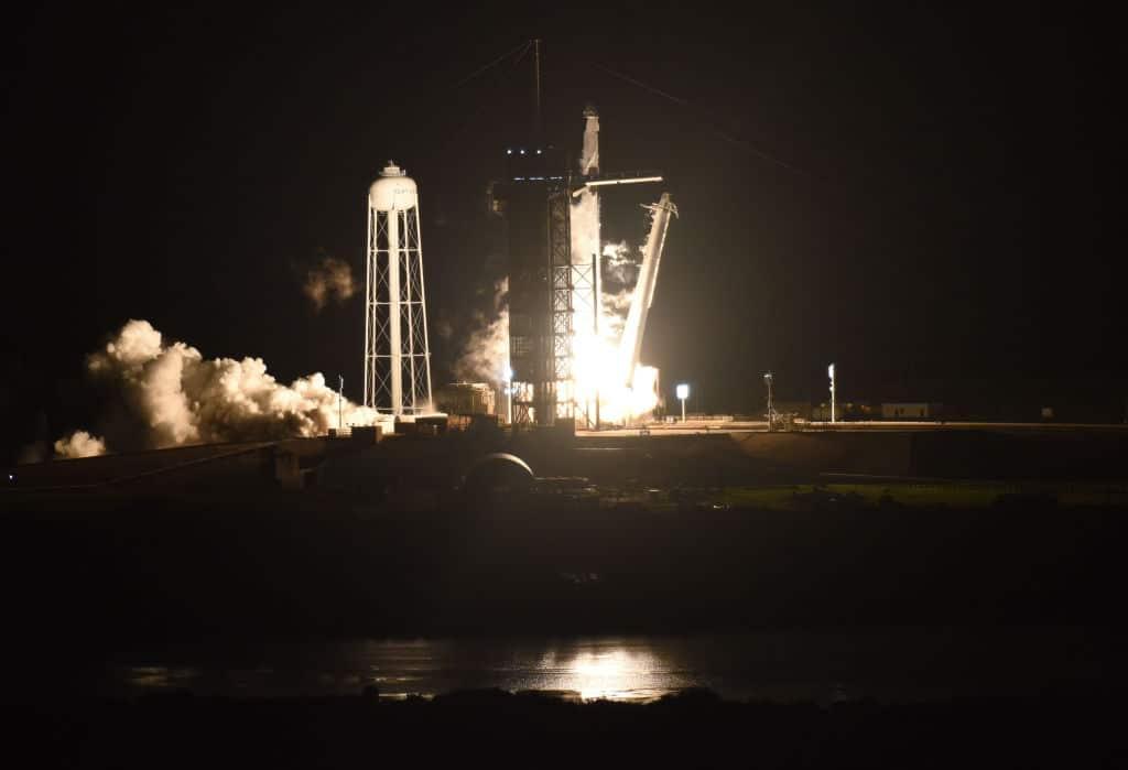 SpaceX-Crew am Weg zur ISS gibt Videoführung durch Raumkapsel