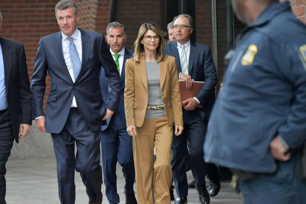 Lori Loughlin nach Uni-Skandal wieder auf freiem Fuß