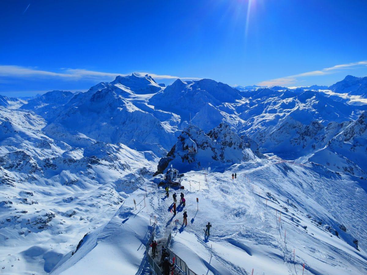 """Schweizer Skiort: Briten """"flüchteten"""" über Nacht aus Quarantäne"""
