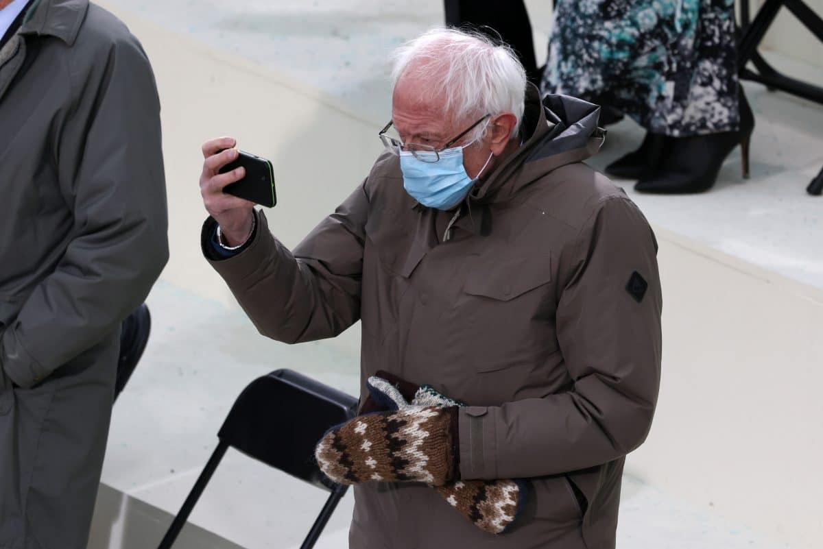 """Bernie Sanders geht viral: Das sind die besten """"grumpy chic""""-Memes"""