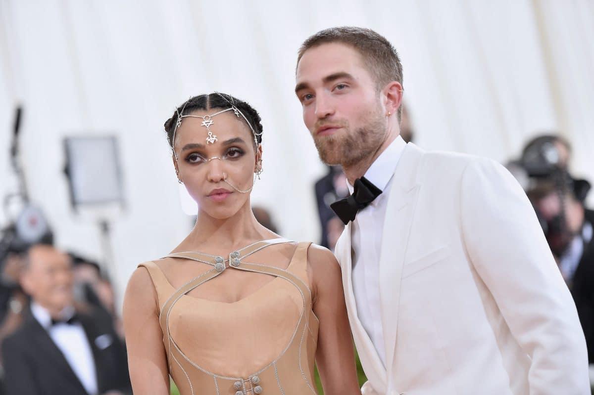 FKA Twigs litt in der Beziehung mit Robert Pattinson unter rassistischem Fan-Mobbing