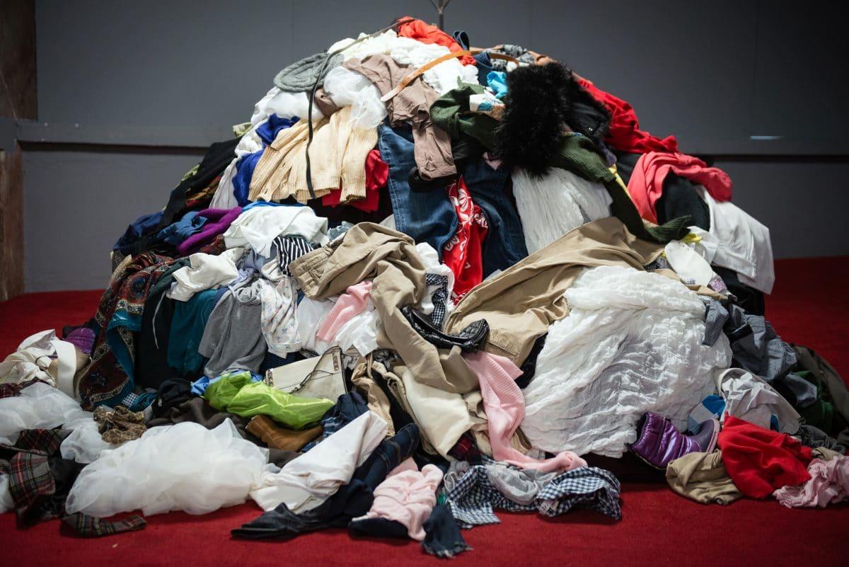 Greenpeace warnt: wegen Corona drohen Millionen Kleidungsstücke im Müll zu landen