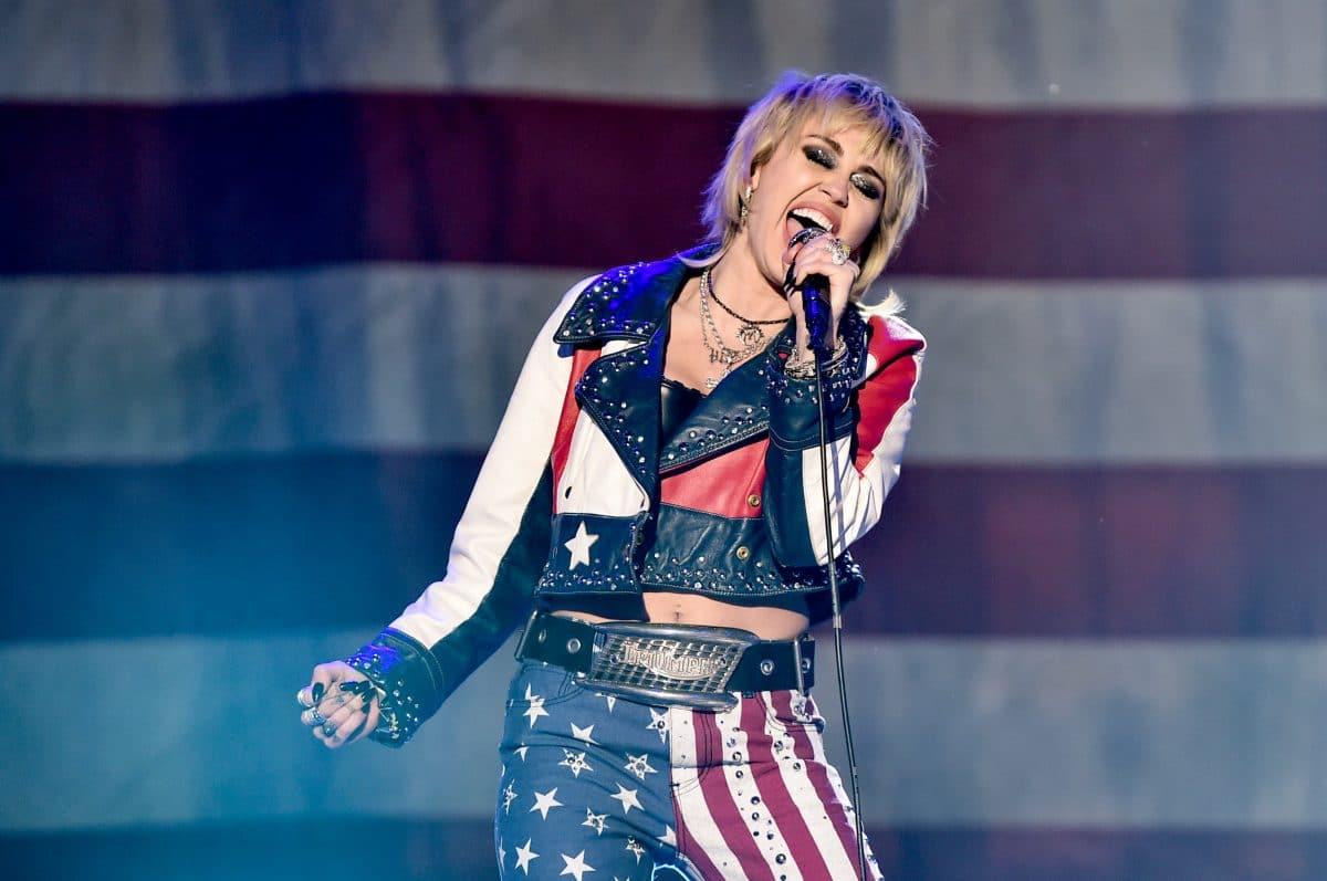 Miley Cyrus eröffnet den 55. Super Bowl