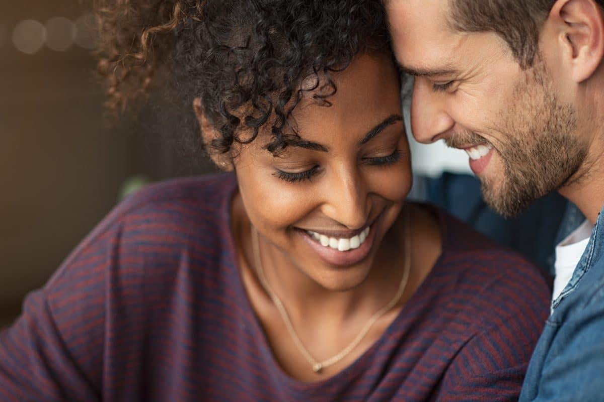 Mit diesen 6 Sätzen stärkst du deine Beziehung
