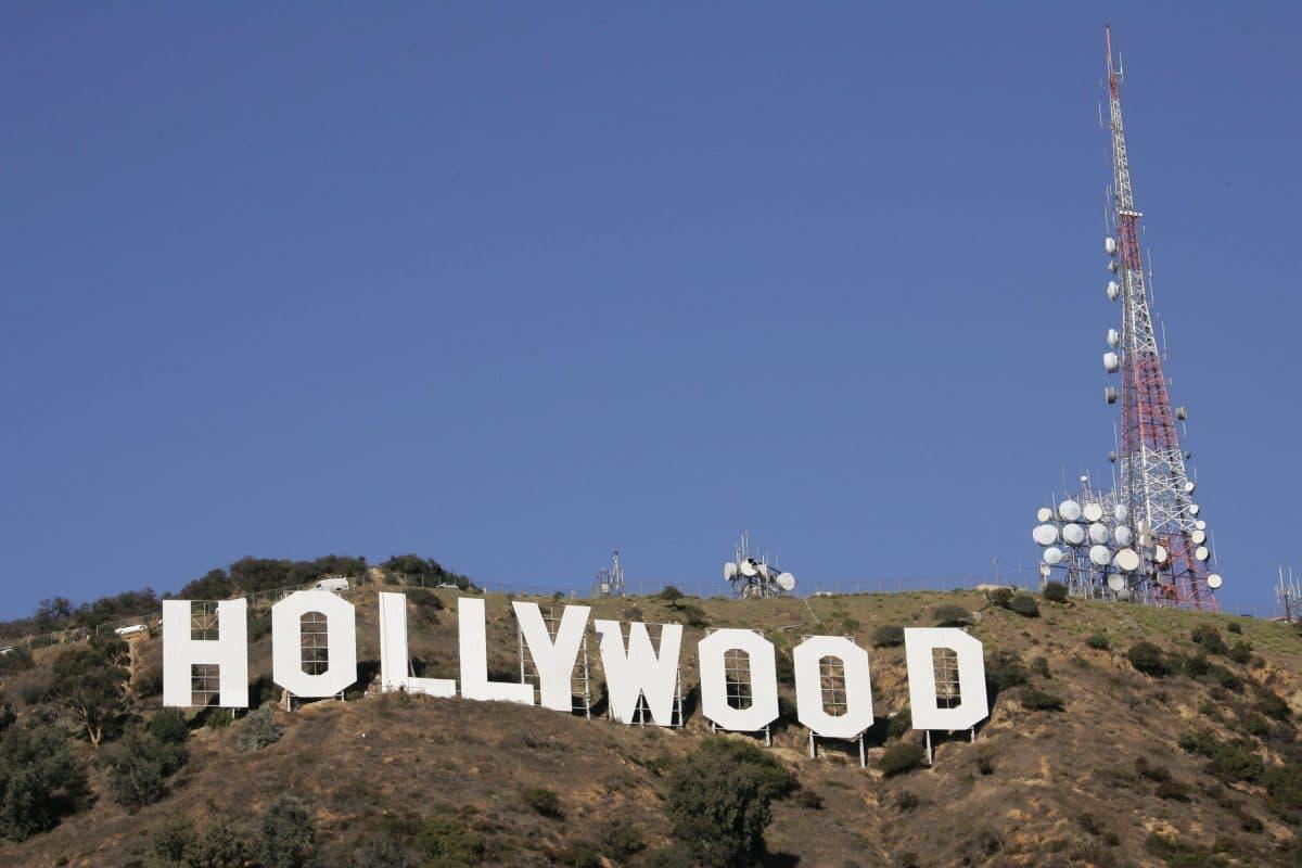 """Brustkrebsaktivisten machen """"Hollywood"""" zu """"Hollyboob"""""""