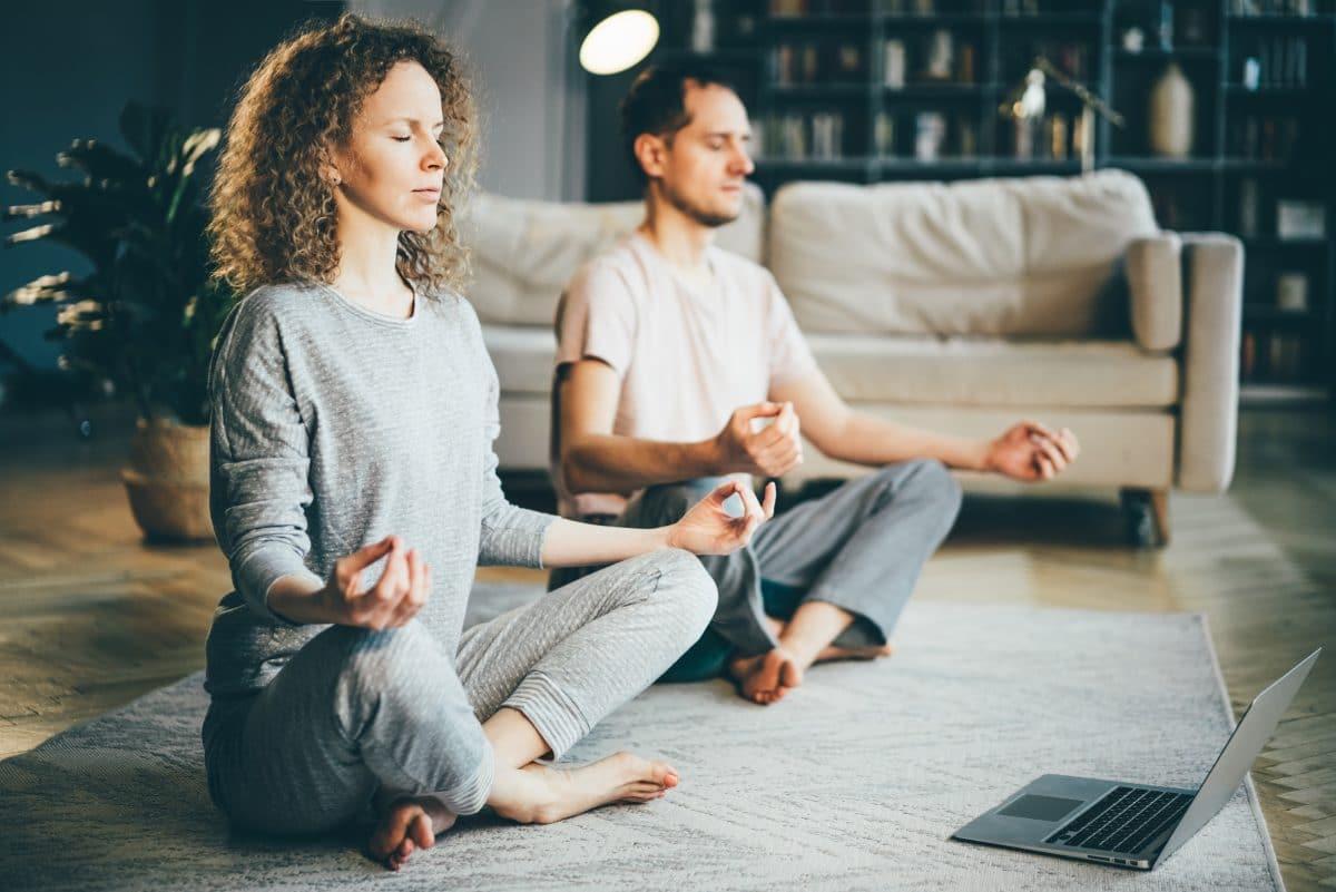 Das sind die 5 besten Yoga-Channels für zu Hause