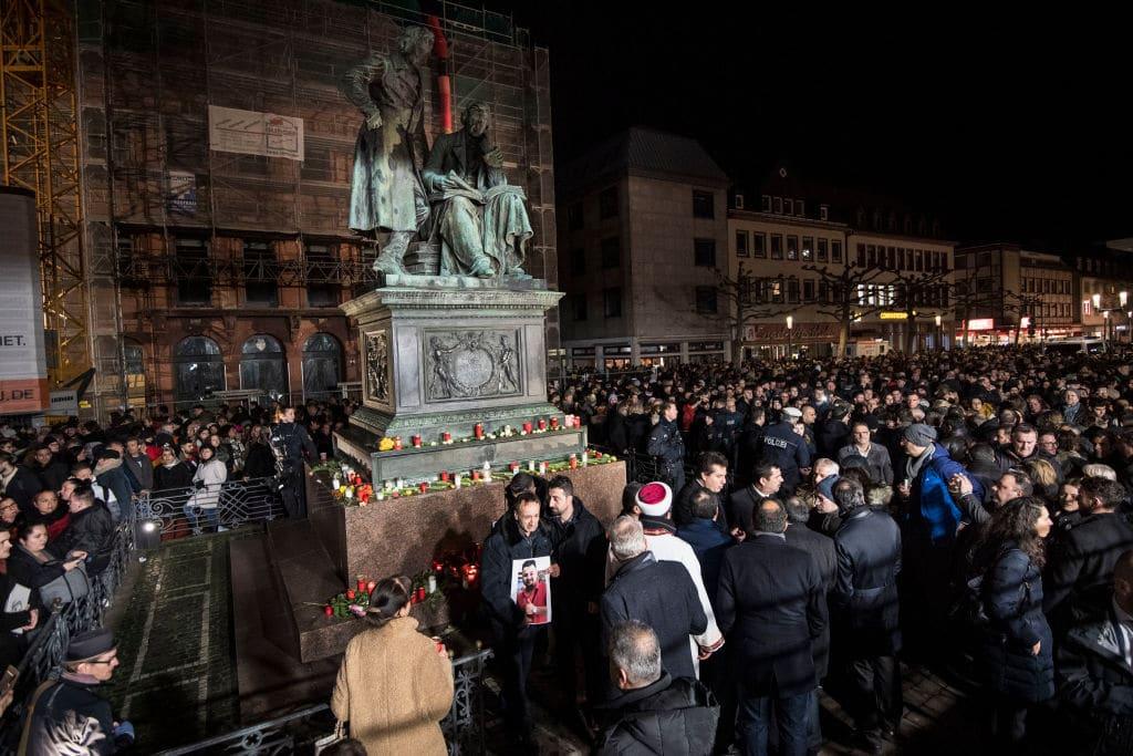Ein Jahr nach dem rassistischen Anschlag in Hanau: Gedenken und offene Fragen