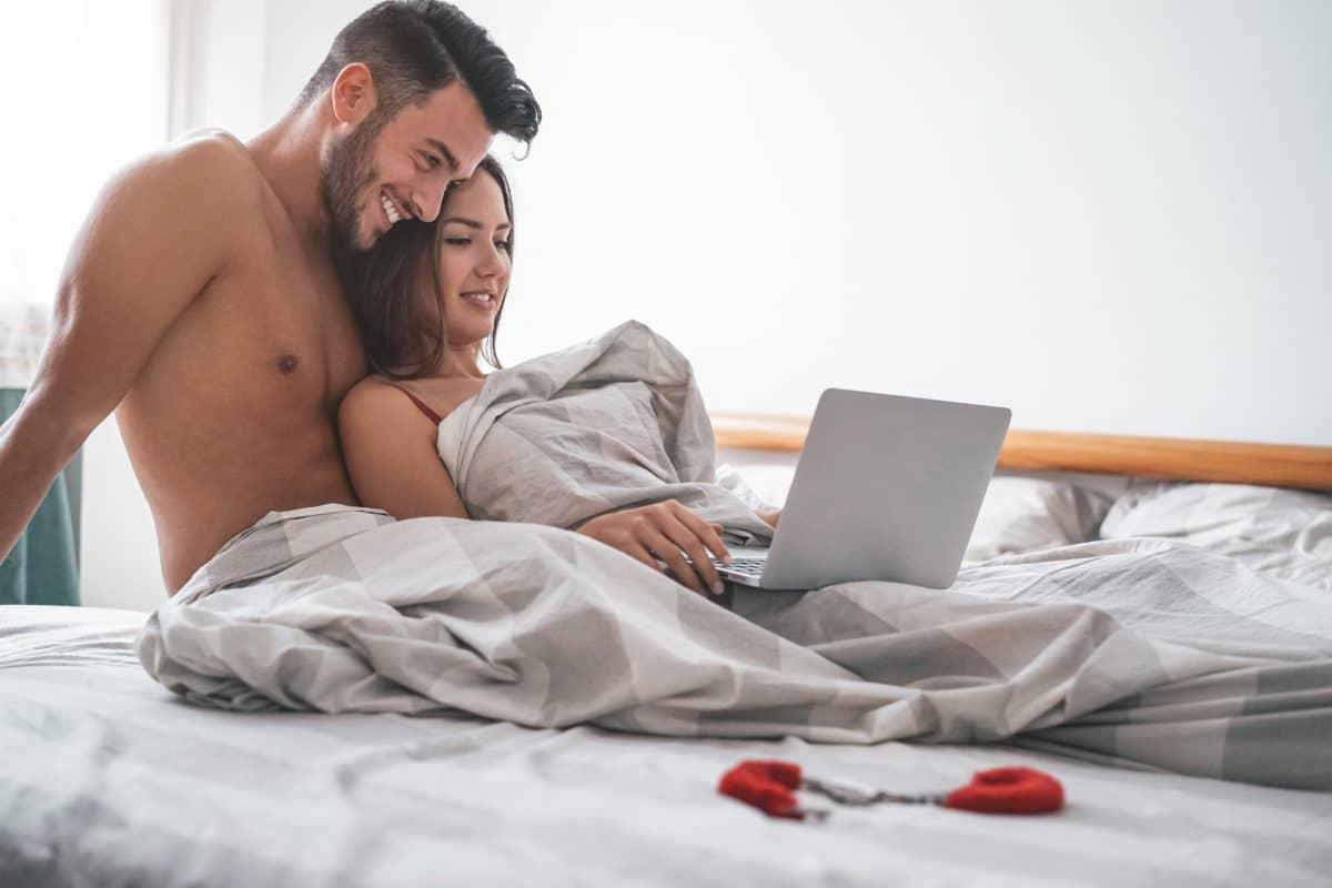 5 Gründe, warum sich jedes Paar gemeinsam Pornos anschauen sollte
