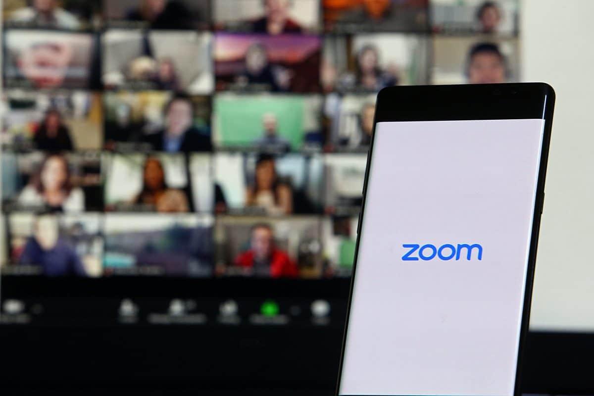 On mute: Professor hält zwei Stunden lang stumme Zoom-Vorlesung
