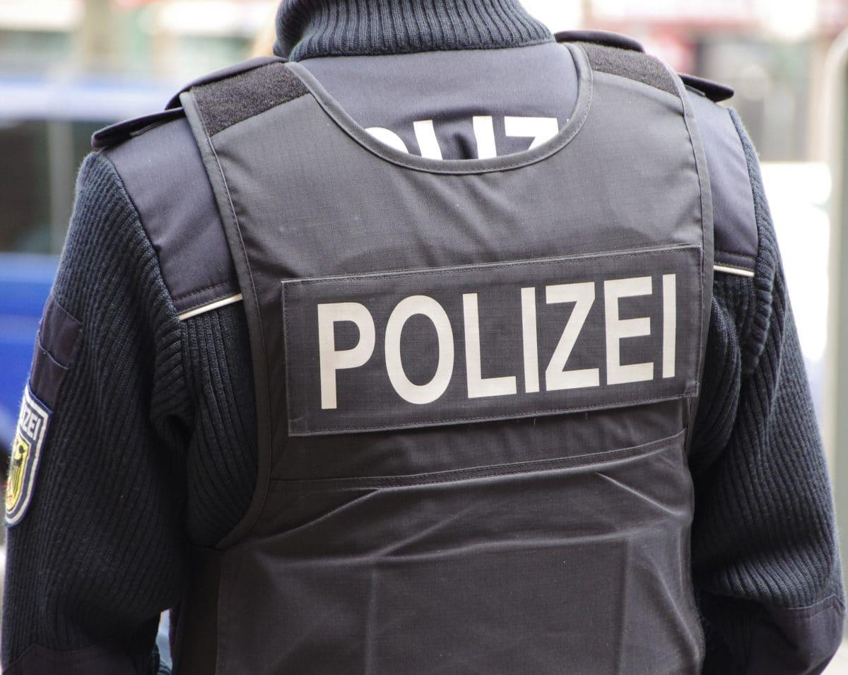 Frau haut Polizist auf den Hintern: Anzeige wegen sexueller Belästigung