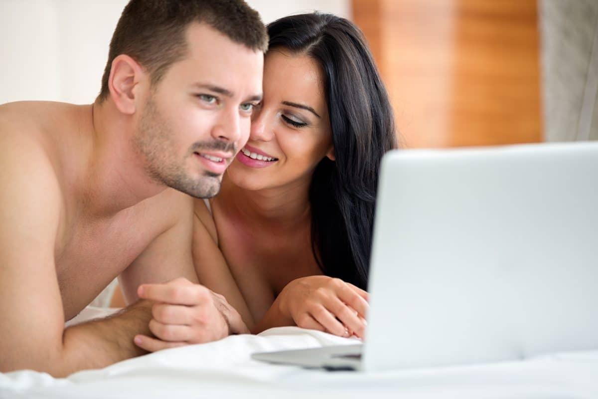 Pornos für Zwei: So gestaltet ihr einen erotischen Filmabend