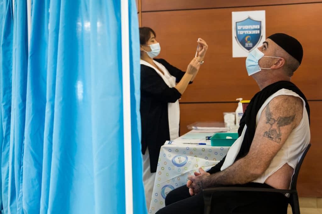 Studie zeigt sehr hohe Wirksamkeit von BioNTech-Impfstoff