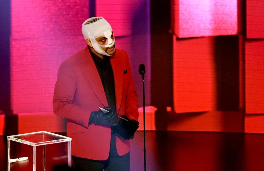 "The Weeknd erklärt Kopfbandagen und ""Beauty-OP""-Gesicht"