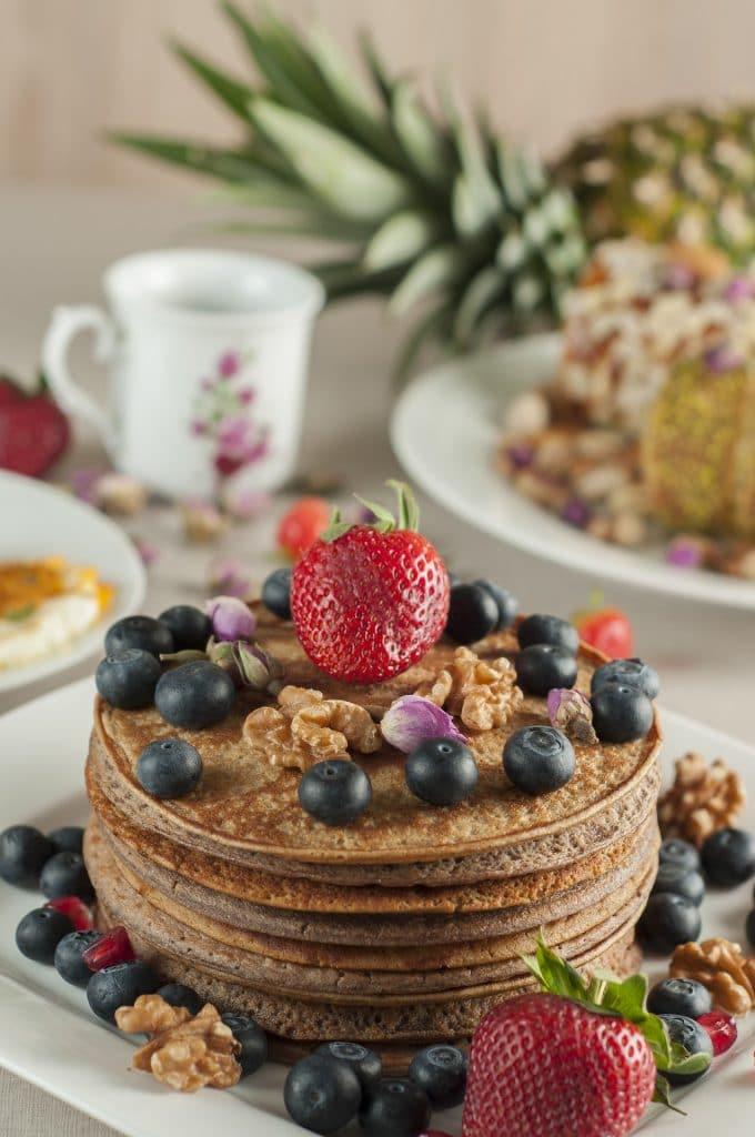 Haferflocken-Vollkorn-Pancakes mit Erdbeeren