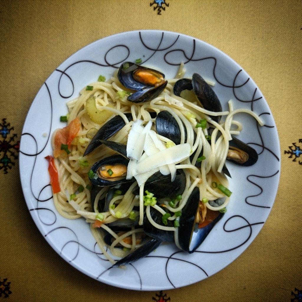Spaghetti mit Miesmuscheln in Fenchel-Weißweinsauce