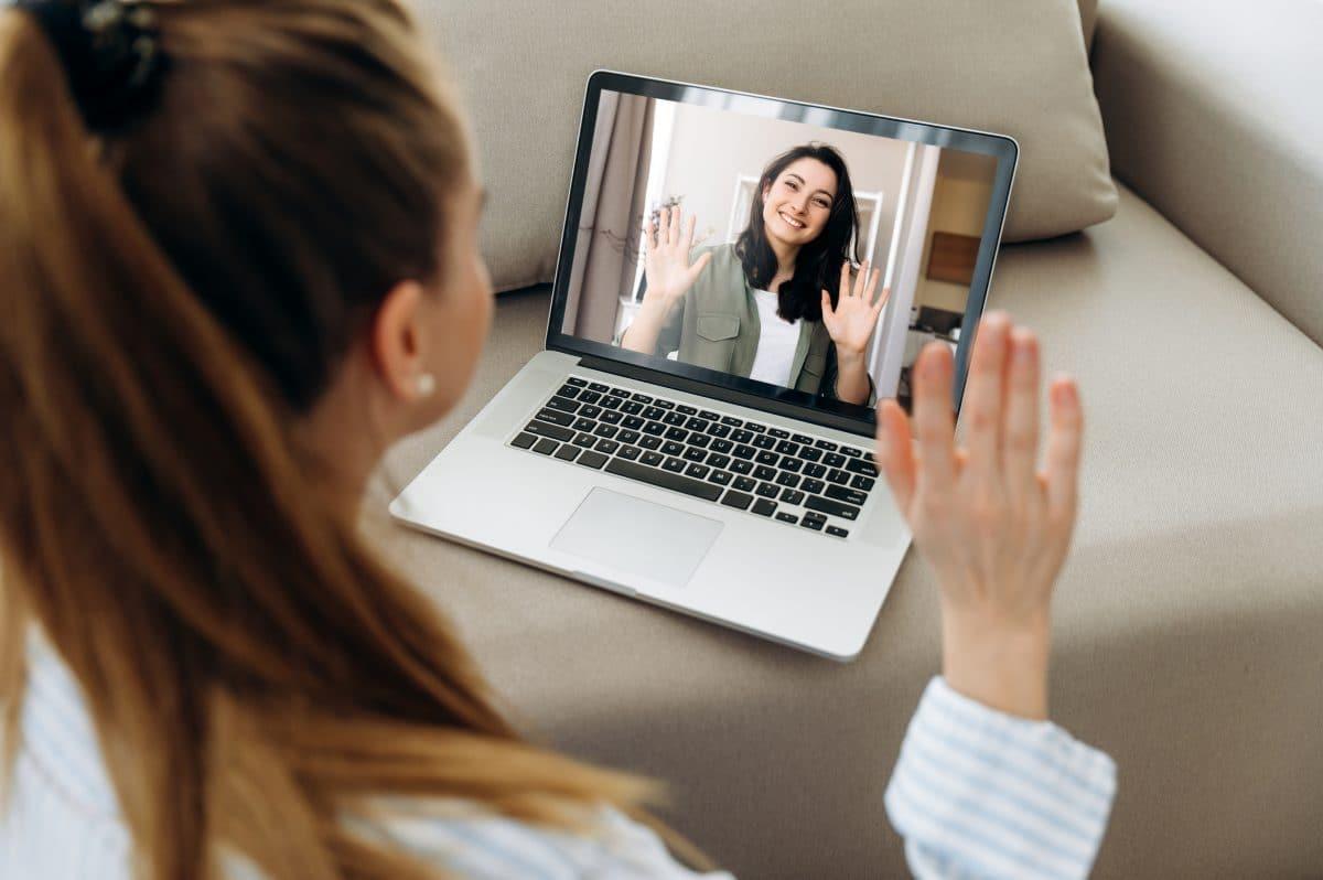 Das sind die besten Oberteile für Videocalls