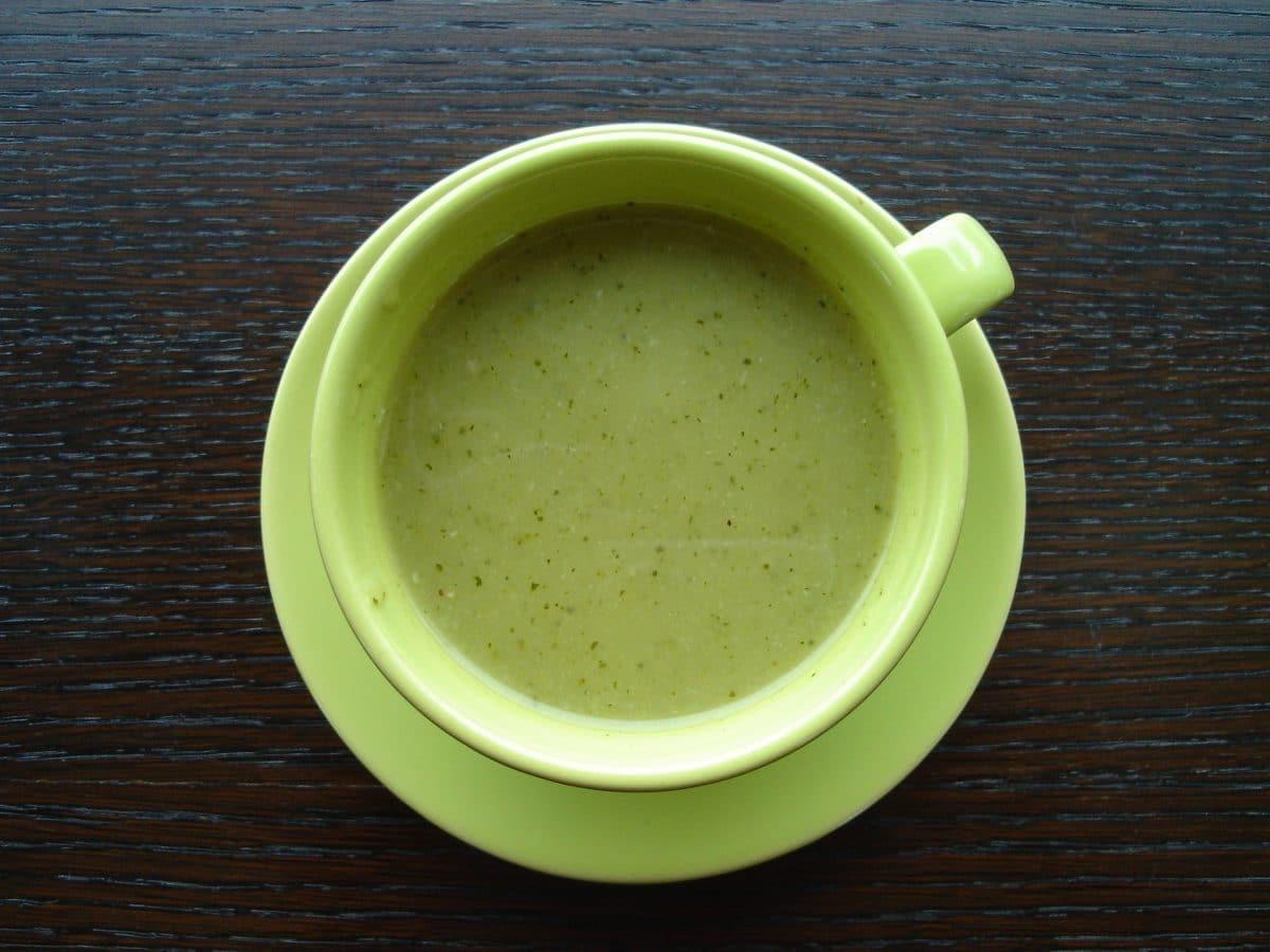 Schlanke Zucchinisuppe