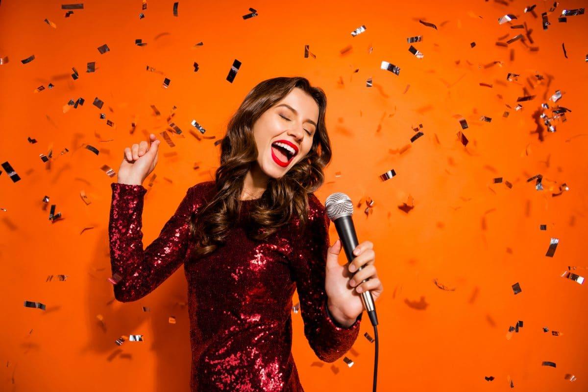 Karaoke Fails: Diese 10 Songs solltest du niemals singen
