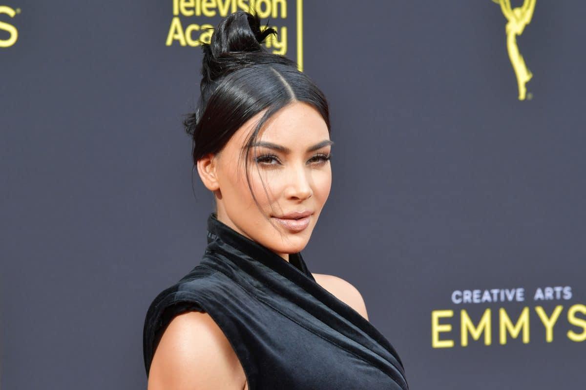 Kim Kardashian ist beim Friseur eingeschlafen: Foto davon landet im Netz