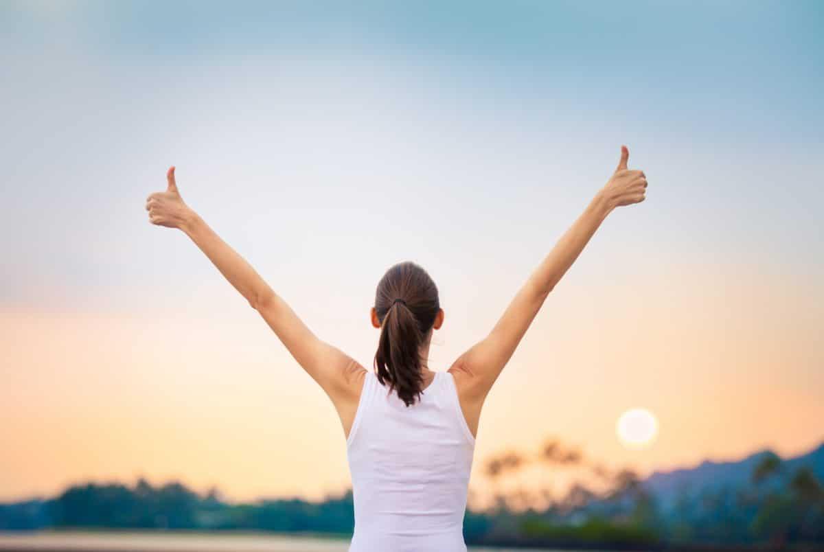 4 Sätze, die dir dabei helfen, positiv durchs Leben zu gehen