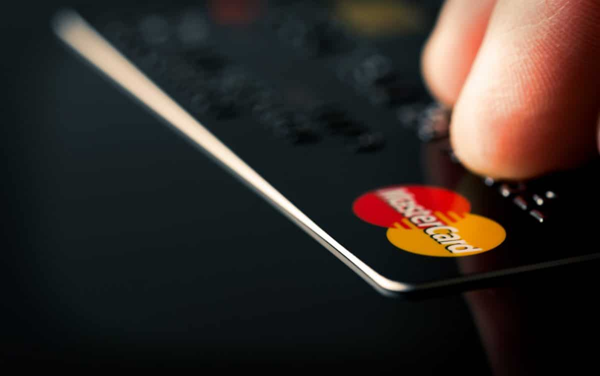 Samsung baut jetzt Fingerprint-Sensoren in Kreditkarten ein