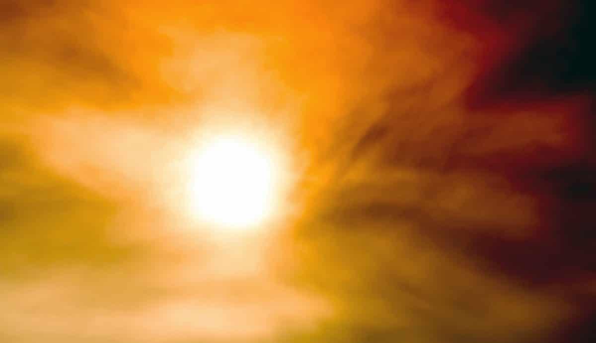 Sandsturm in Peking färbte die Sonne blau