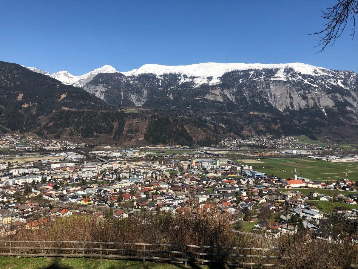 Österreich erhält Zusatz-Impfdosen wegen südafrikanischer Mutation für Durchimpfung in Schwaz in Tirol