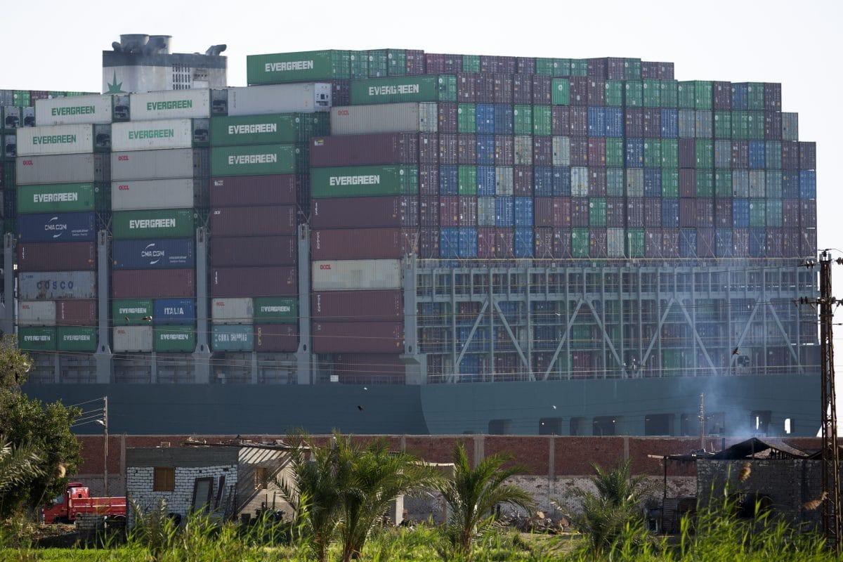 Containerschiff im Suezkanal wieder frei: Verkehr soll weitergehen