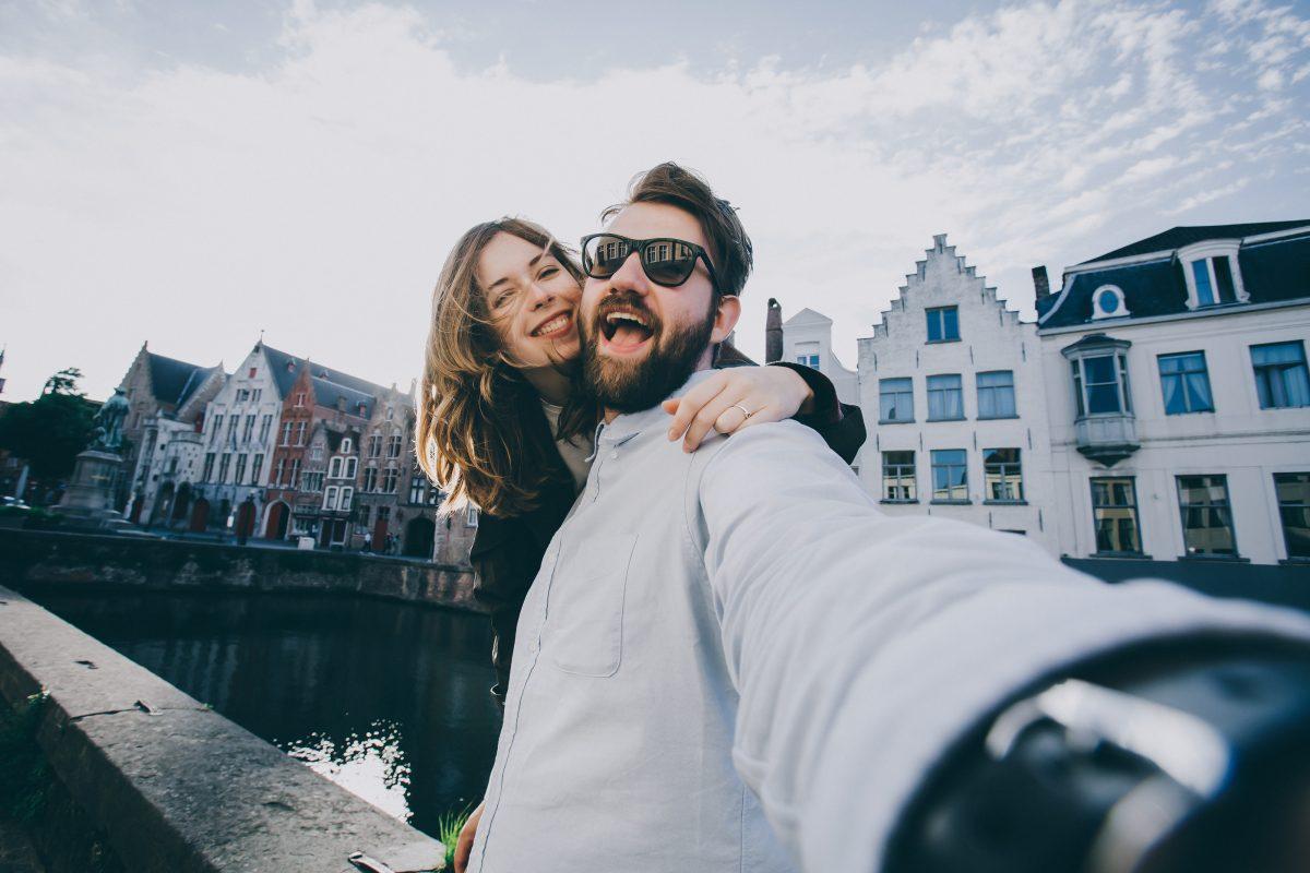 Was es bedeutet, wenn sich Paare Dauer-verliebt auf Social Media zeigen