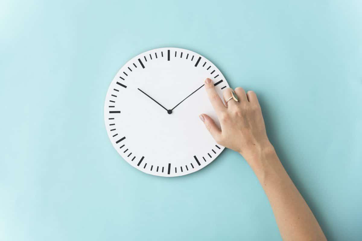 Zeitumstellung März 2021: Stellen wir die Uhr vor oder zurück?