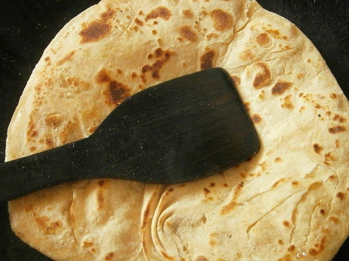 Chapati – gebuttertes Fladenbrot