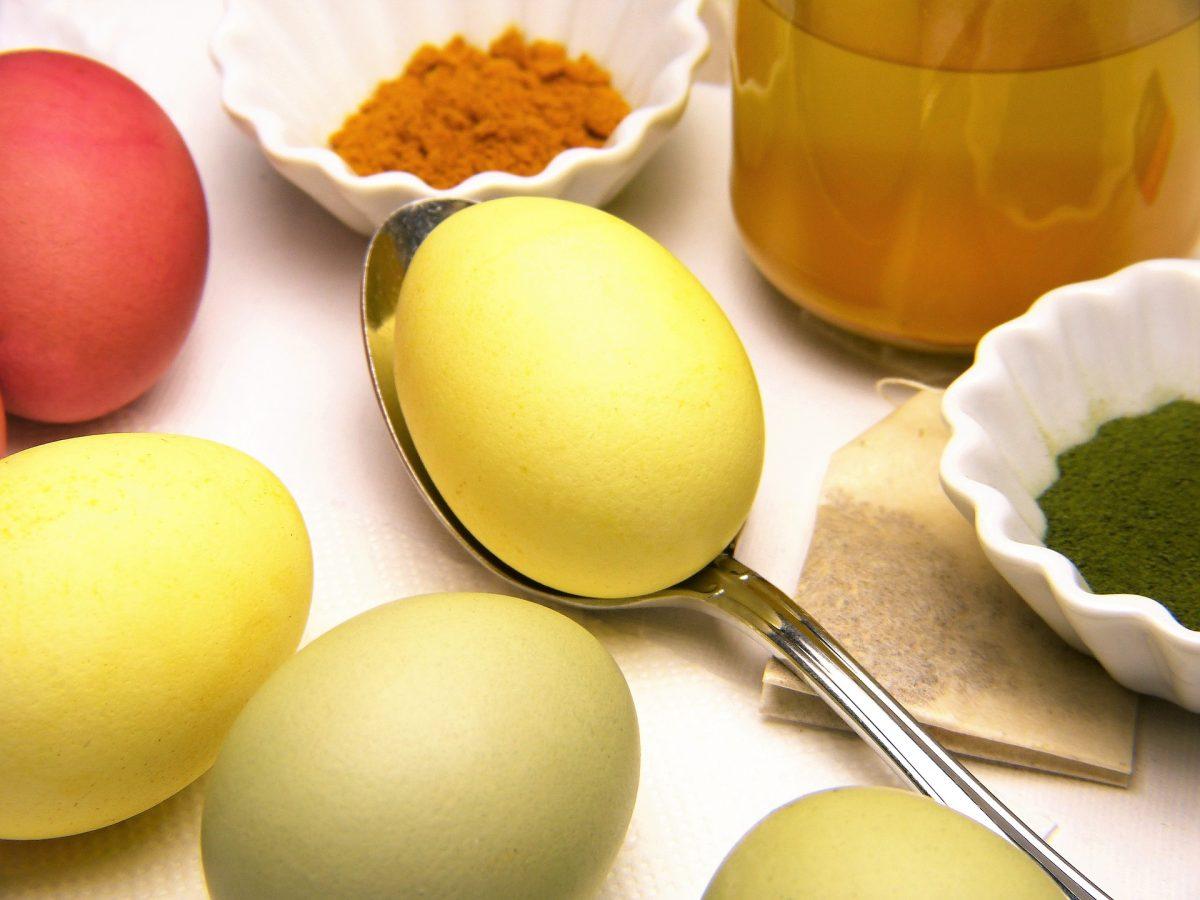 Ostereier gelb färben mit Kurkuma