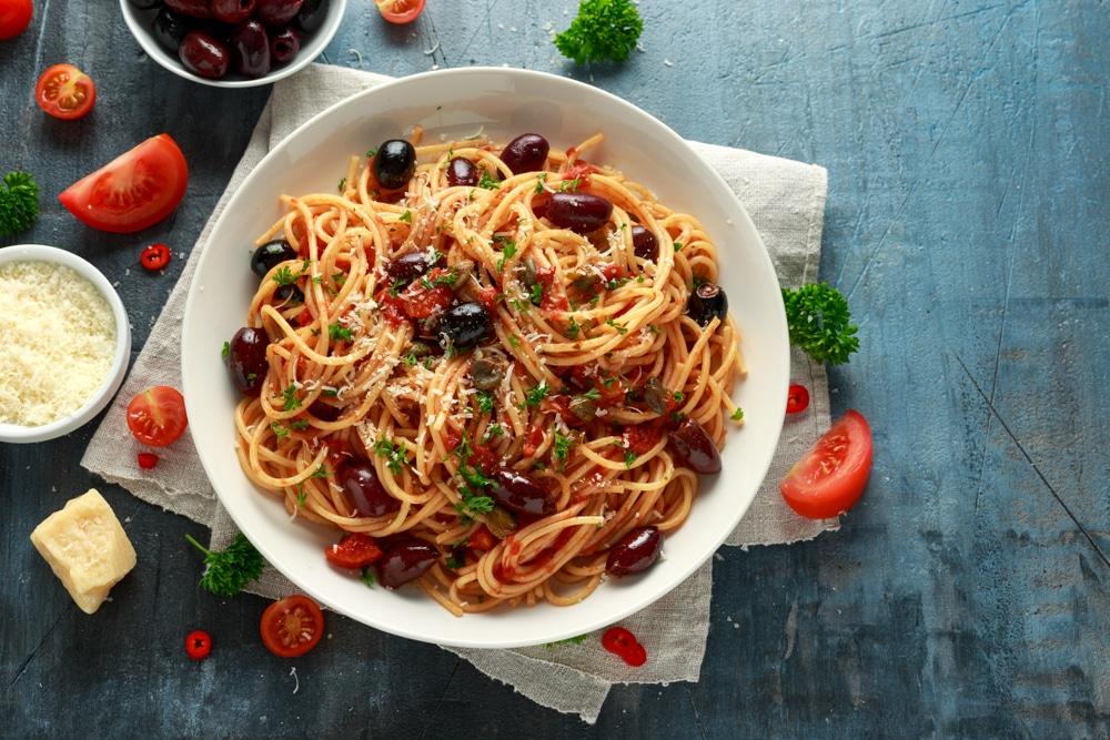 Capellini mit Sardellen, Oliven und Kapern