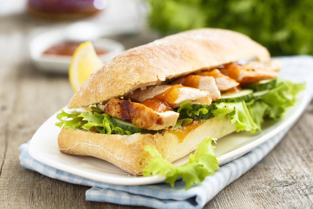 Chicken-Ciabatta-Burger mit Folienkartoffel