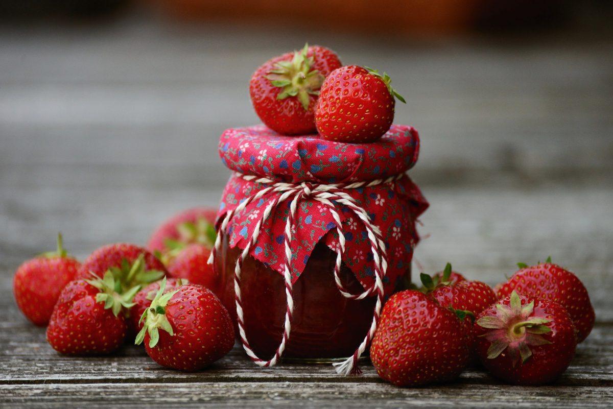 Blumige Erdbeermarmelade Rezept