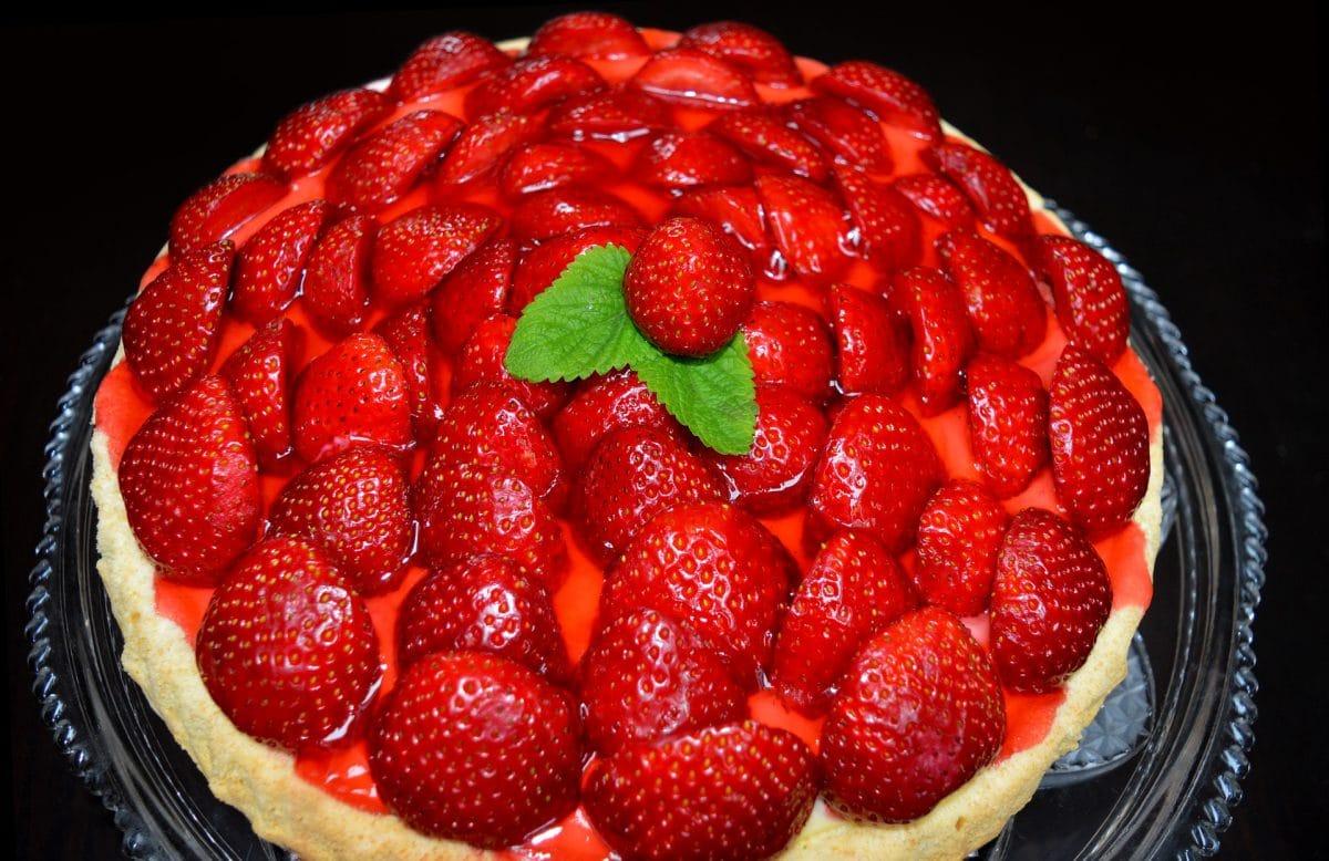 Reispudding-Torte mit Erdbeeren
