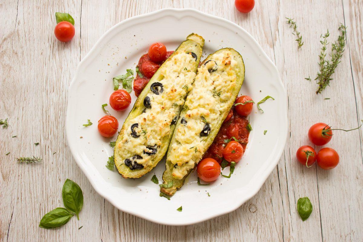 Gefüllte Zucchini mit Reis und Faschiertem