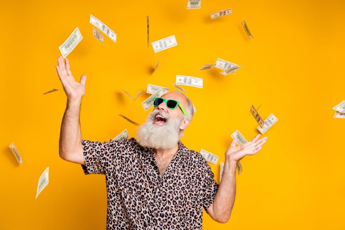 Dieser 80-Jährige hat bei EuroMillionen gewonnen, weil er seine Brille vergessen hat