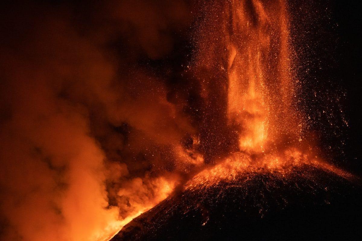 Ascheregen und Stromausfälle nach Vulkanausbruch auf Karibik-Insel